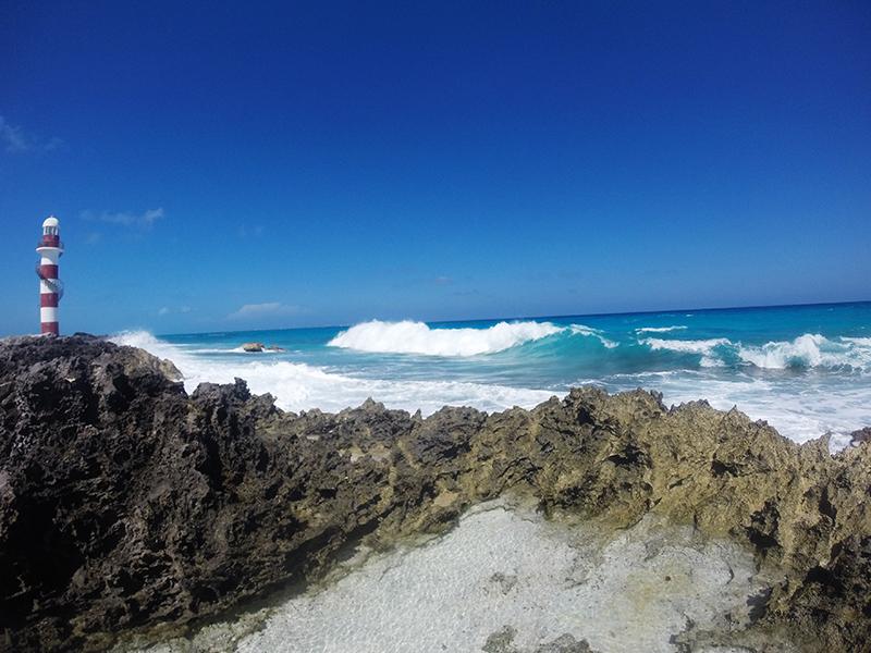 Волны на Пунта Канкун