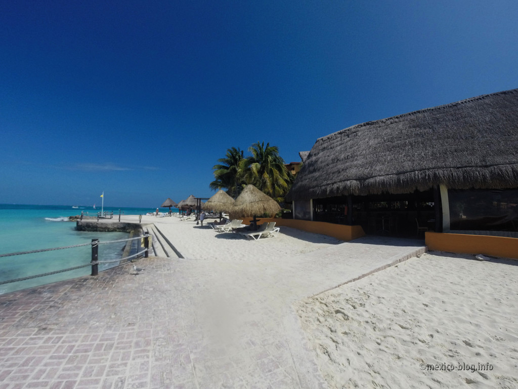 Пляжи Канкуна. Невдалеке от пляжа Тортугас