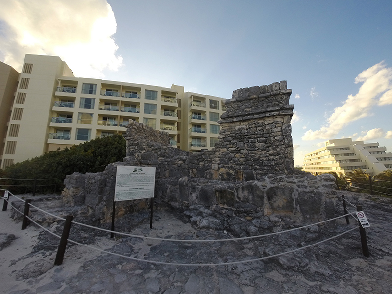 Канкун. Руины храма Скорпиона на пляже Марлин