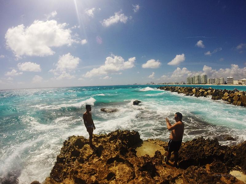 Канкун. Камни на пляже Гавиота асуль