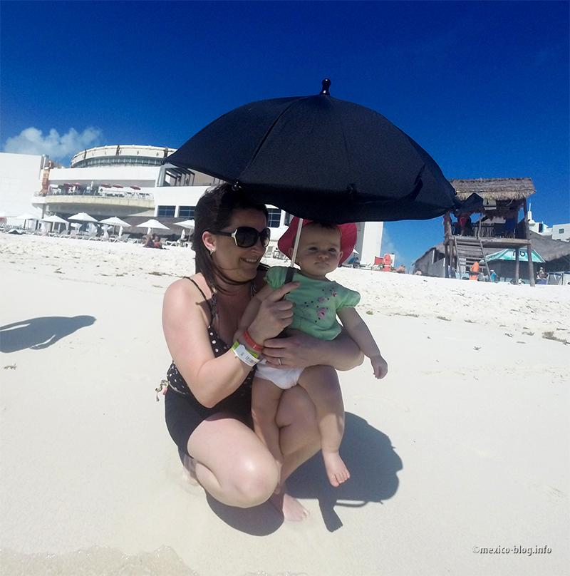 Канкун. Отдыхающие на пляже Чак-Мул